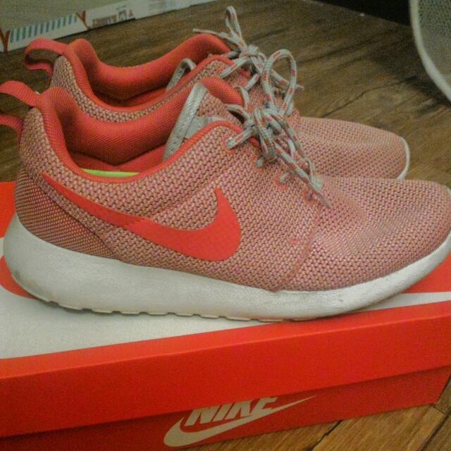 八成五新Nike Roshe Run