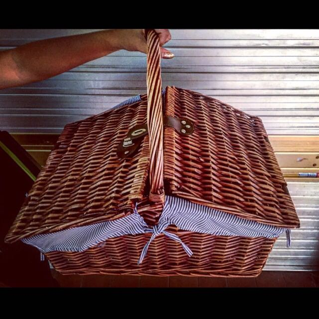 Rent/Sale Picnic Basket