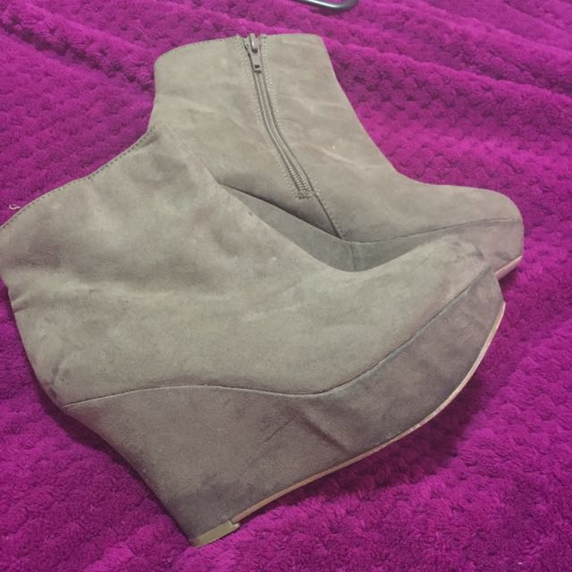 Size 6 Beige Wedges