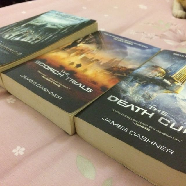 THE MAZE RUNNER TRILOGY // Bahasa Indonesia