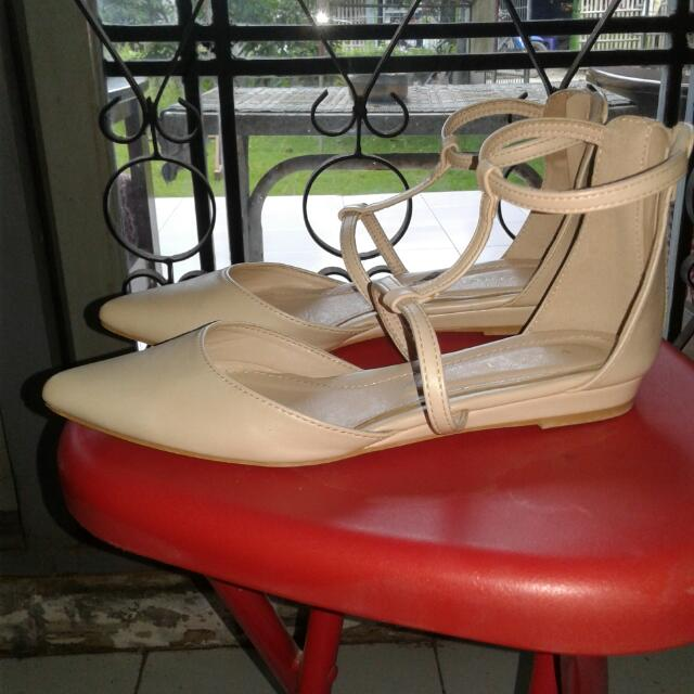 Vincci Nude Flat Shoes