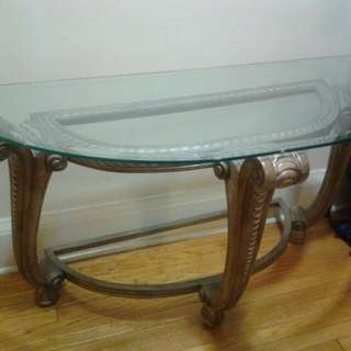 shiny glass coffee table with matching side table.pls contact me at 4169491735 just txt or call or e-mail me at noraleonen@gmail.com