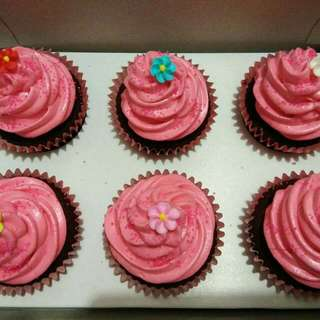CUPCAKES Available In  Vanilla  Chocolate