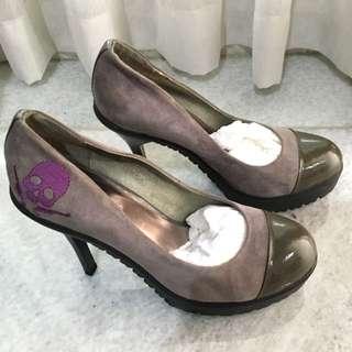 Brand New Grey Suede Heels Sz.39