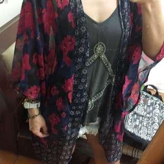 🚚 Hollister花卉罩衫