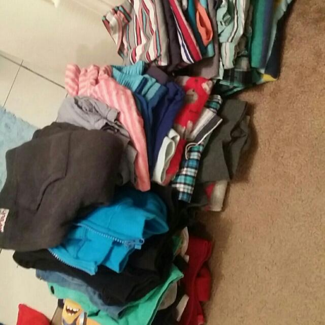 Boys Clothes Sizes From 1-5years Whole Lot For $40 Good Conditions