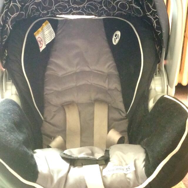Graco Black and grey car seat