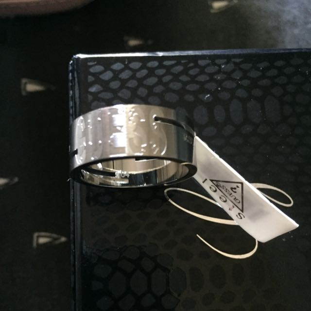 Mens GUESS Ring. Size 64