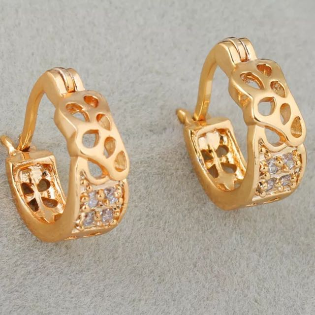 Stunning 18ct Gold Plated Zirconia Huggie Hoop Earrings