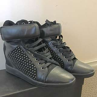 Black Leather With Studs Bronx Size 38