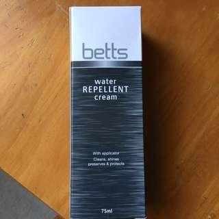 Betts Water Repellent Cream