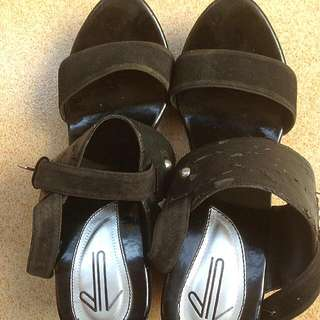 (Reprice)Sendal Wedges UP