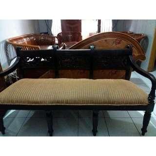 Kursi Raflless 1 Set, 3+1+1+1 1 Meja Besar 2 Meja Sudut Kayu Jati Jawa Timur (Antik) Warna: Kulit Manggis