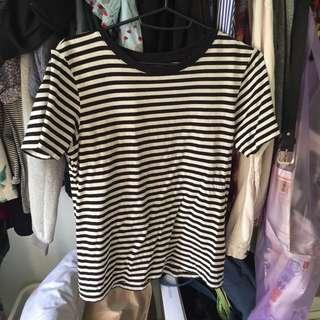 二手✌🏽️UNIQLO 日本條紋 黑短袖上衣 T 簡單