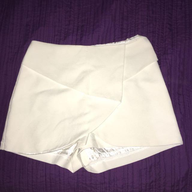 White Detailed Shorts