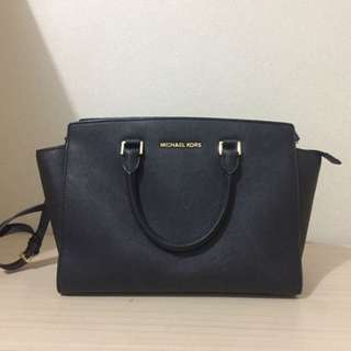 Muchael Kors Medium Selma Black