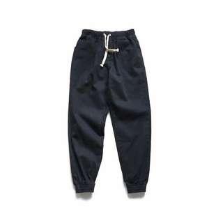 男生們的小哈倫簡單休閒褲 男孩們的單品大可還在細細研究 陸續會有新款上市喔 有想找的男生單品 歡迎許願☎️☎️