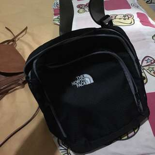 Tas Slempang North Face