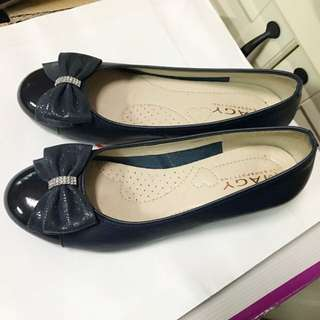 百貨專櫃Magy柔軟好穿氣質款深藍色真皮低跟鞋7.5號