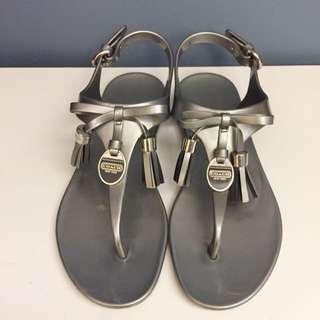 Coach 銀灰色蝴蝶結塑膠涼鞋