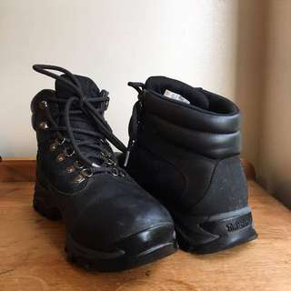 Timberland boots/ black/ US mens size 9.5