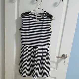 🚚 50%黑白條紋無袖洋裝
