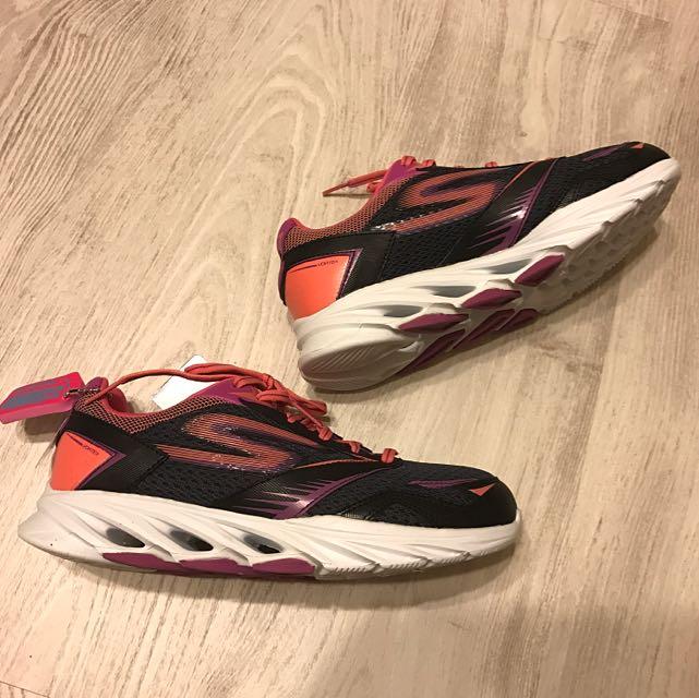 新款 Skechers GO RUN Vortex 黑桃紅編織 全新 25cm