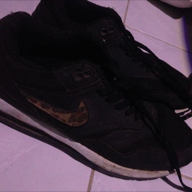 Black Nike