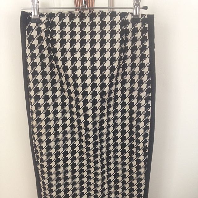 Cue Corporate Knee Length Skirt