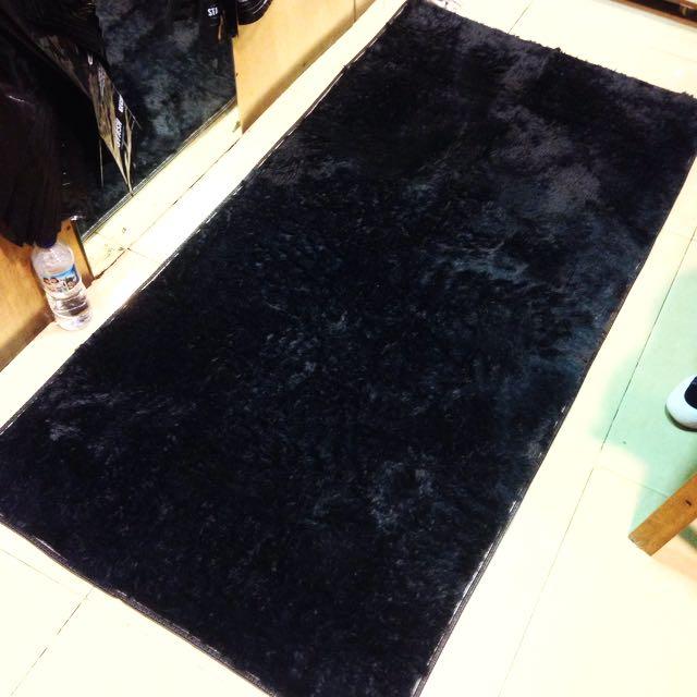 Karpet Bulu Hitam