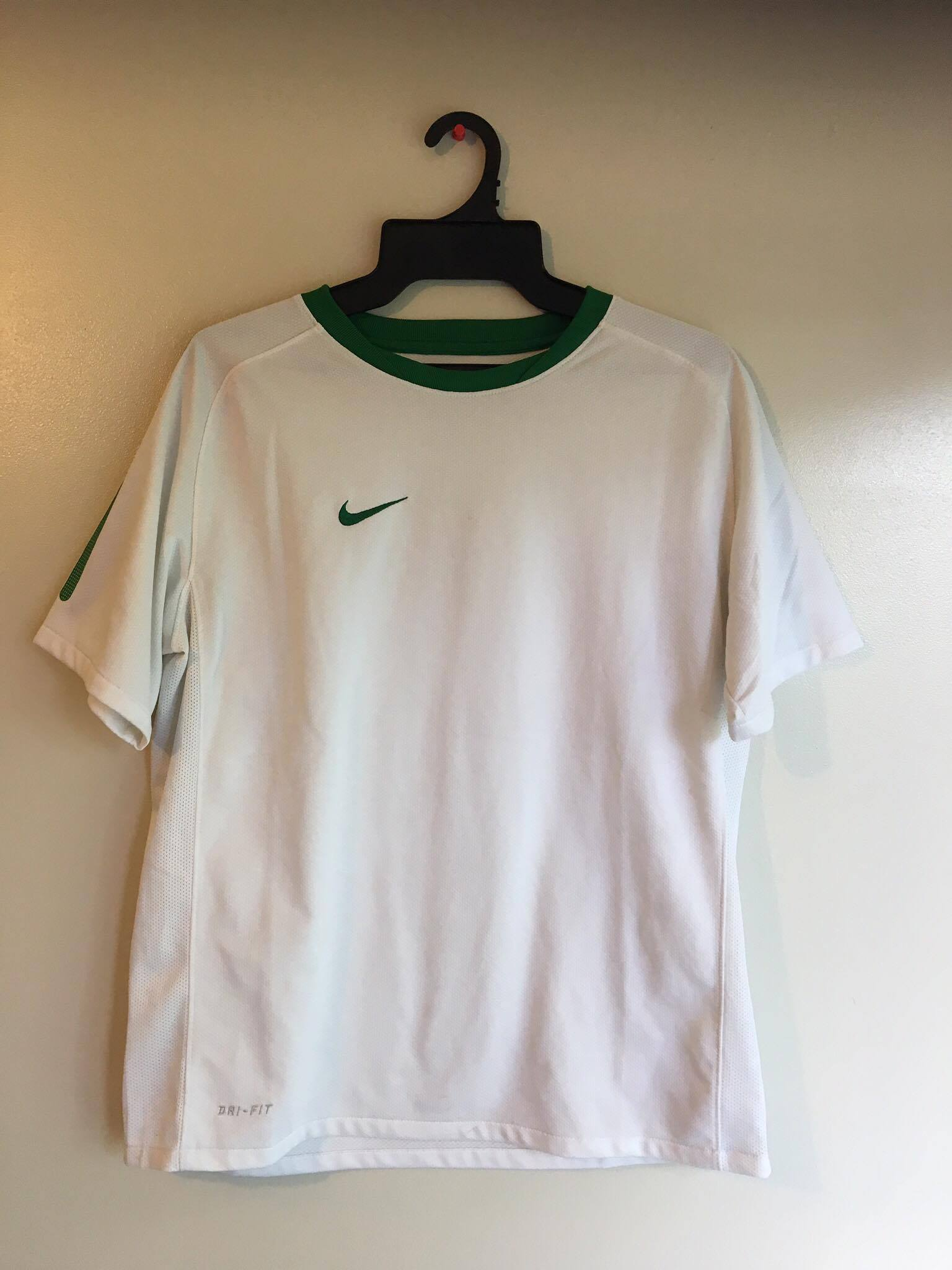 Nike therma-fit active wear shirt/ white and green