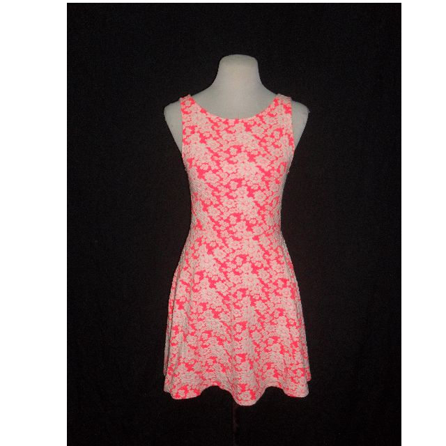 1a634ff12139 NWT DIVIDED by H M Neon Pink Floral White Textured Dress