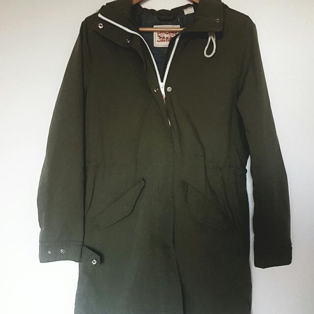 OLIVE GREEN PARKA SIZE SMALL