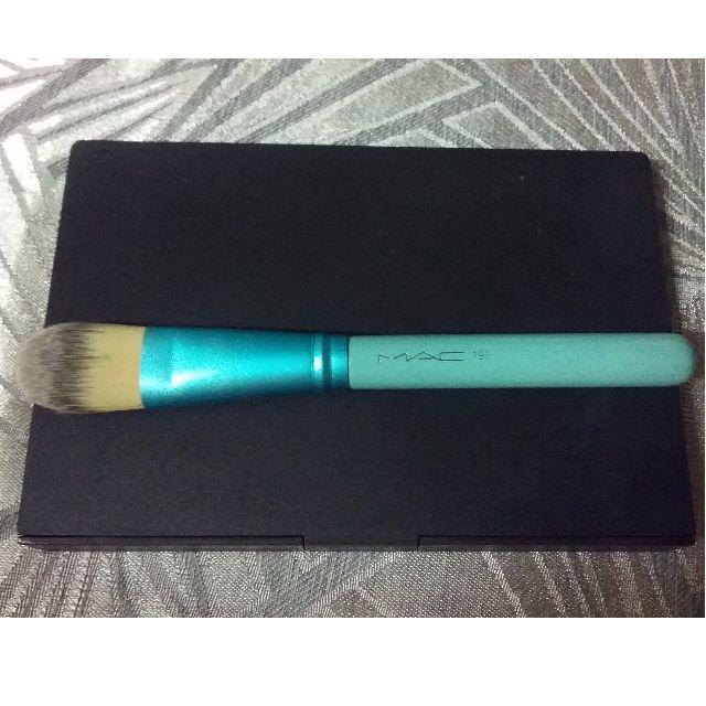 Pointed Foundation Brush *MAC 190*