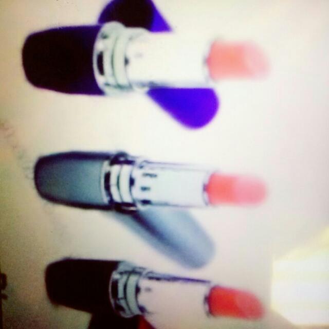 Red lipstick vibrator