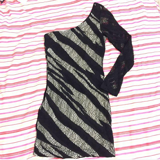 Size 6 Off Shoulder Black/cream Dress
