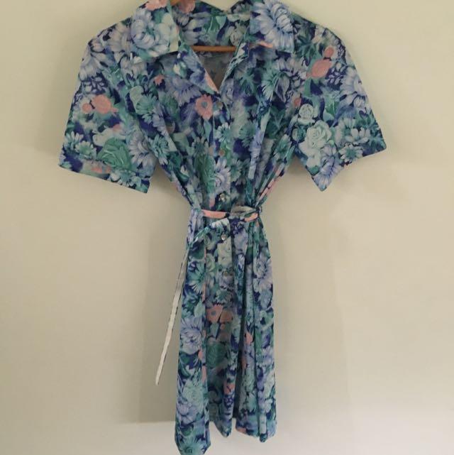 Size M Floral Vintage Dress