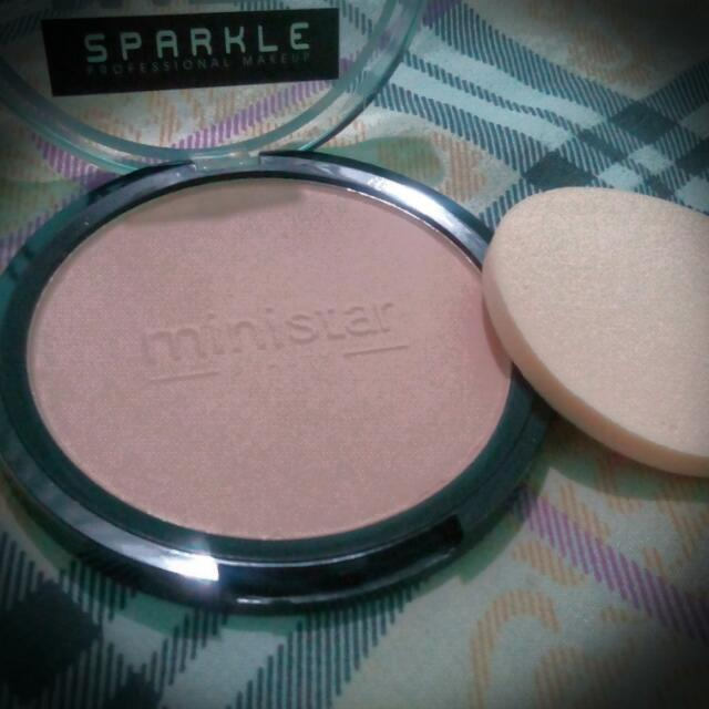 Sparkle Matte Maker Powder Foundation in Light color