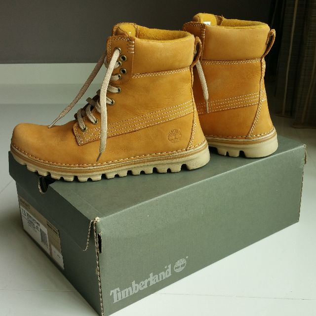 Timberland Women s Brookton 6 Inch Classic Boots (STYLE ... e0c41a928