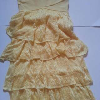 BEBE YELLOW RUFFLE SKIRT SIZE XS