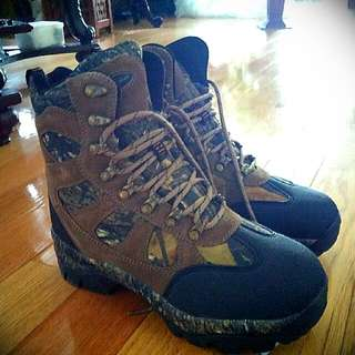Size 8 Hunting boots price is negotiable