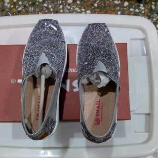 銀色亮片休閒鞋