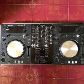 Pioneer XDJ R1 controller