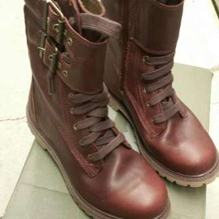 Brand New Size 7.5 Women's Timberland Boots