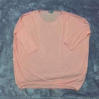 COS粉紅色上衣