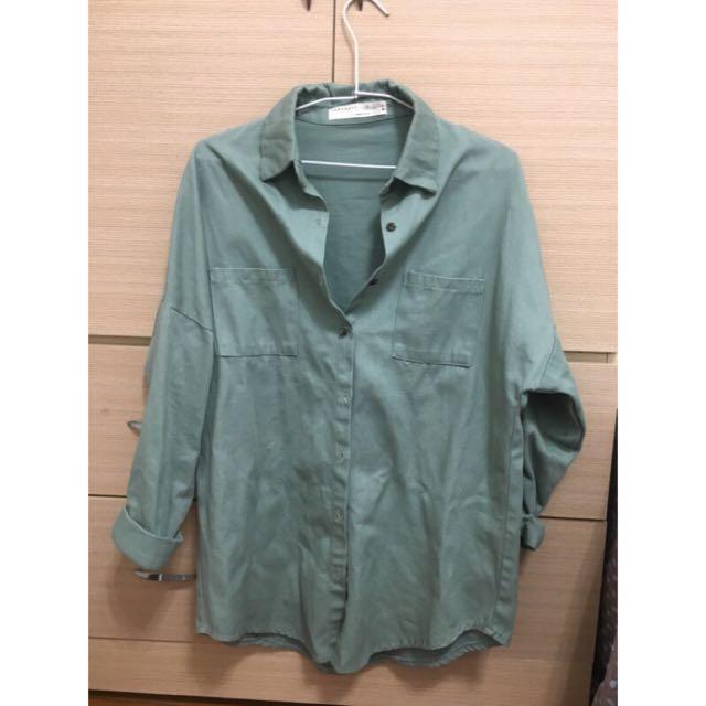 軍綠色寬鬆襯衫