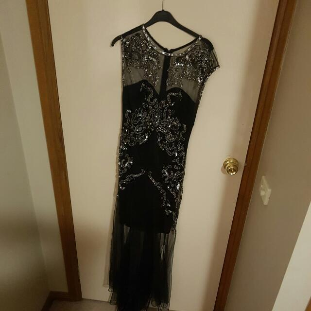 Bariano Size 8 Dress, Worn Once, Tuelle Amd Sequin Overlay. RRP $400