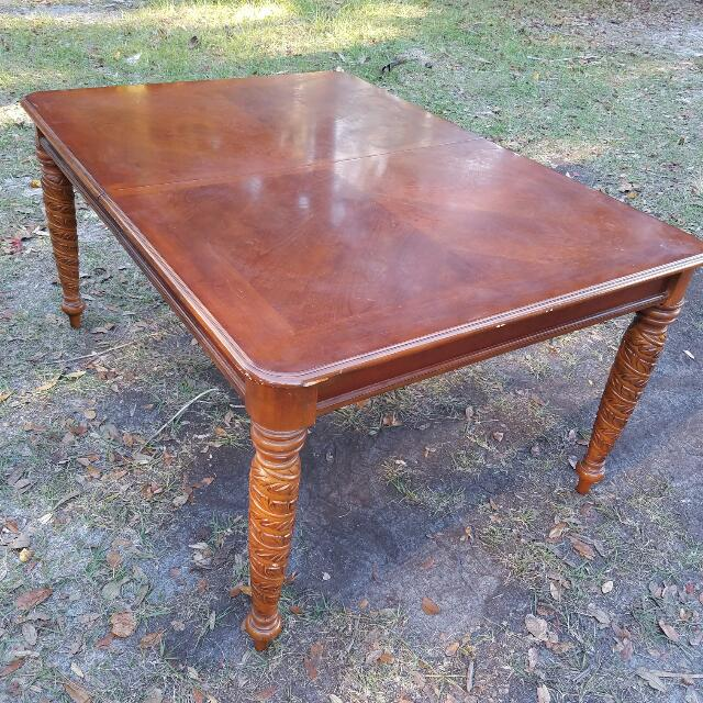 Beautiful Solid Wood With Ornate Leg Design Dining Table Furniture