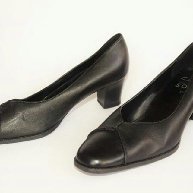 fa7608a0a2ebb Clarks Shoes Size 5 44 Women S Fashion On Carou