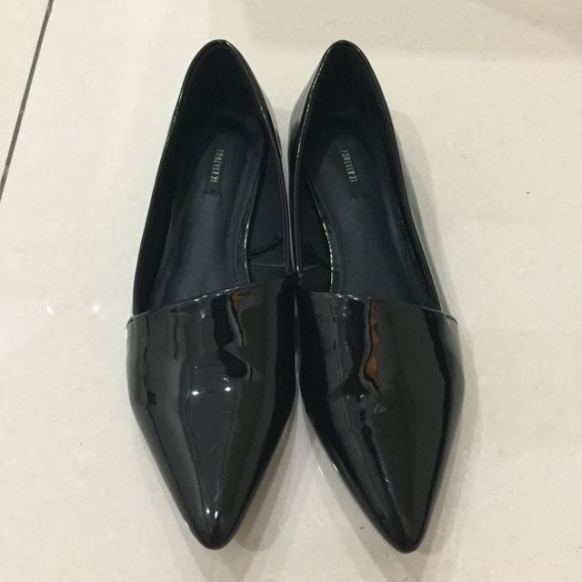 Forever 21 black flat shoe